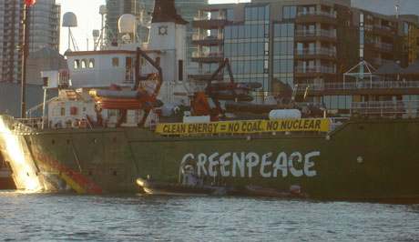 Greenpeace_ship_docked_in_T