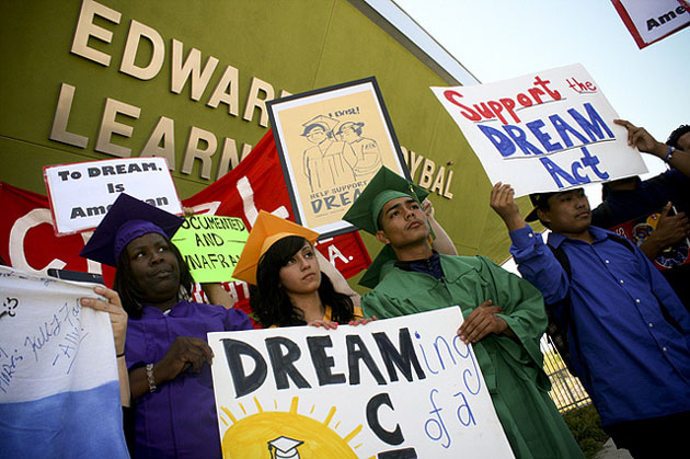Dream Act Lawmakers Turn to Cuomo for Support
