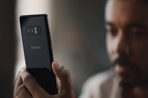 Samsung Bluntly Mocks Apple with New YouTube Video Ad Just Ahead of Busy Holiday Shopping Season