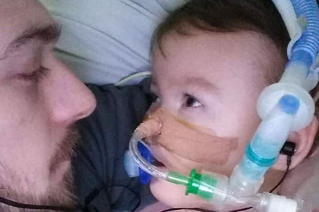 """UK Court Rules to End Toddler's Life Despite Parents' Wishes; Father: """"No-One is Taking My Boy Away from Me"""""""